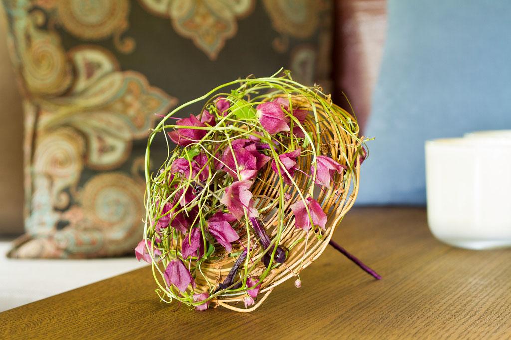 Brautstrauss filigran geschlungen aus Blütenranken  |  150 CHF