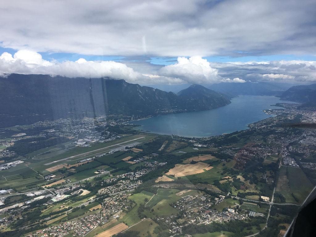 L'aérodrome de Chambéry et le lac du Bourget