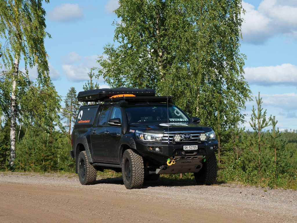 ProjektBlackwolf Alu-cab James Baroud Discovery Dachzelt Toyota Hilux Wald Schweden Skandinavien wolf78 #ProjektBlackwolf explore without no limits roadtrip offroad overland Travel Camping Overlandingnomads Dachzeltnomaden wolf78-overland.ch