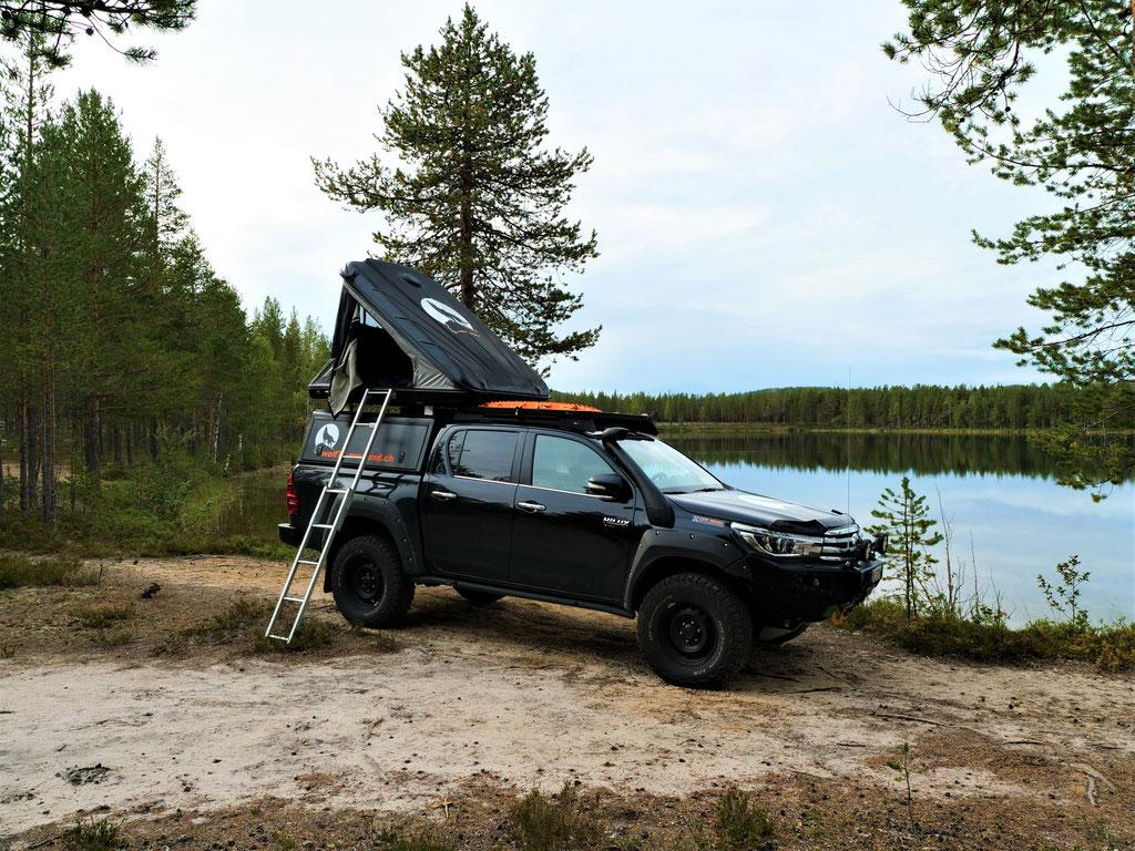 #ProjektBlackwolf Dachzelt Toyota Hilux Alu-Cab Piellojaure See Schweden Skandinavien wolf78 explore without no limits roadtrip offroad overland Travel Camping Overlandingnomads Dachzeltnomaden wolf78-overland.ch