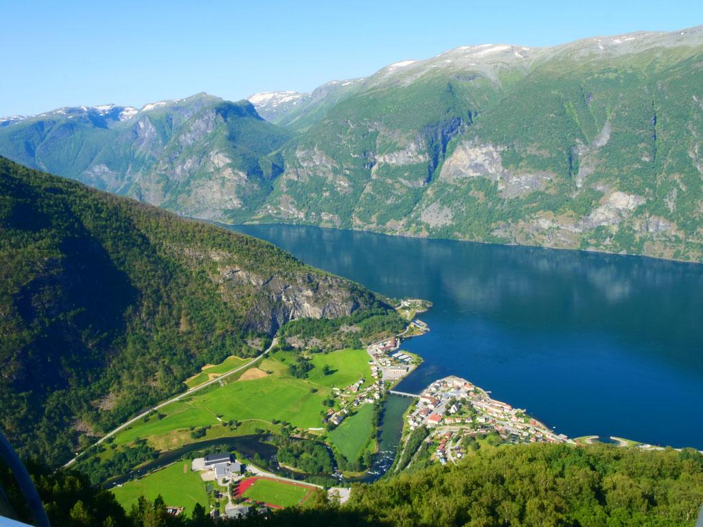 Norwegen Stegastein Aurlandsfjord overland Travel Camping #ProjektBlackwolf Skandinavien wolf78  explore without no limits roadtrip offroad Overlandingnomads Overlandbound wolf78-overland.ch