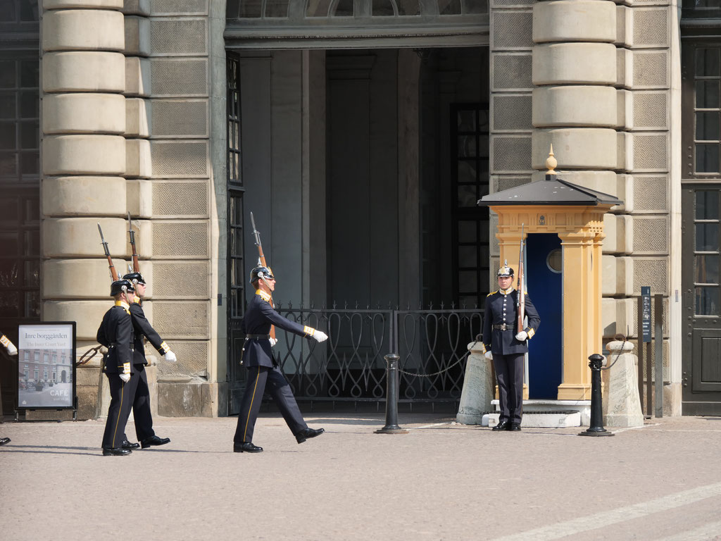Wachablösung Schloss Drottningholm Stockholm Schweden Skandinavien #NordkappUndZurück #Driveyourownway #explorewithoutnoimits wolf78-overland