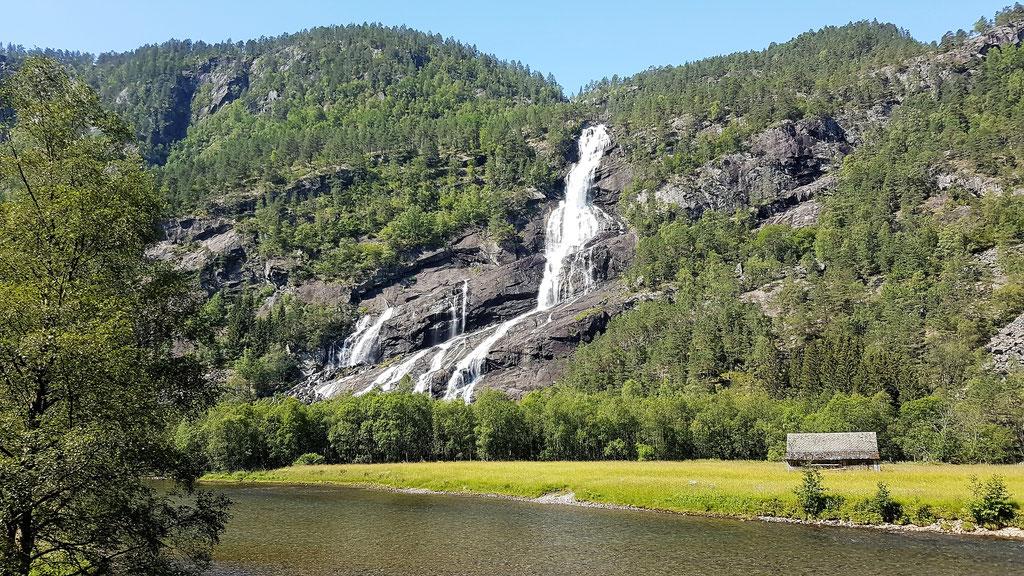 Norwegen Wasserfall overland Travel Camping #ProjektBlackwolf Skandinavien wolf78  explore without no limits roadtrip offroad Overlandingnomads Overlandbound wolf78-overland.ch