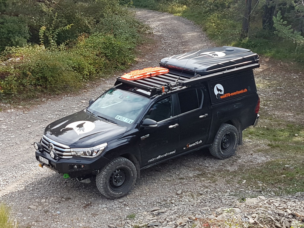 Westalpen Toyota Hilux Revo #ProjektBlackwolf Alu-cab offroad overland expedition 4x4 AFN Steel bumper Stahlstossstange ARB Frontrunner Horntools Winch Rival skid James Baroud Discovery Awining Markise bfgoodrich 265/70R17 TJM Sknorkel wolf78-overland.ch