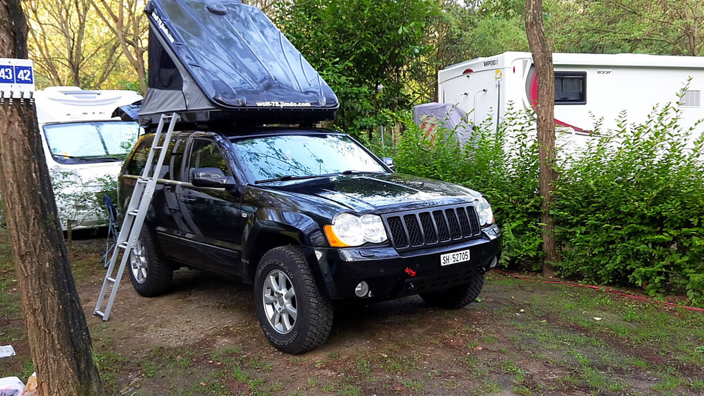 Jeep Grand Cherokee dachzelt James Baroud 3.0 crd WH WK Wolf78 overland expedition offroad Cinqueterre 4x4 camping overlanding taveling italy italien ligurien wolf78-overland.ch
