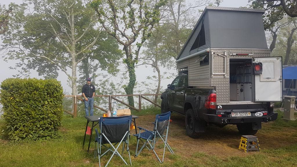 Camping Fosallta Italien Toyota Hilux Revo 2017 2.4 #ProjektBlackwolf wolf78 EXkap Alu-cab offroad overland Camping 4x4 AFN Steelbumper frontrunneroutfitters Maxtraxx Winch Rival4x4bfgoodrich TJM Sknorkel wolf78-overland.ch