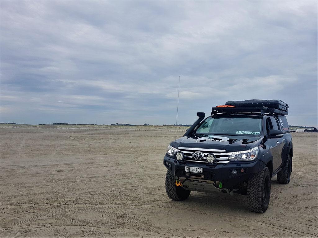 wolf78-overland Strand St. Peter-Ording LTPRTZ TJM Maxtrax Seilwinde Hilux audi Berge Workshop Alu-cab James Baroud Discovery #Nordkapundzurück