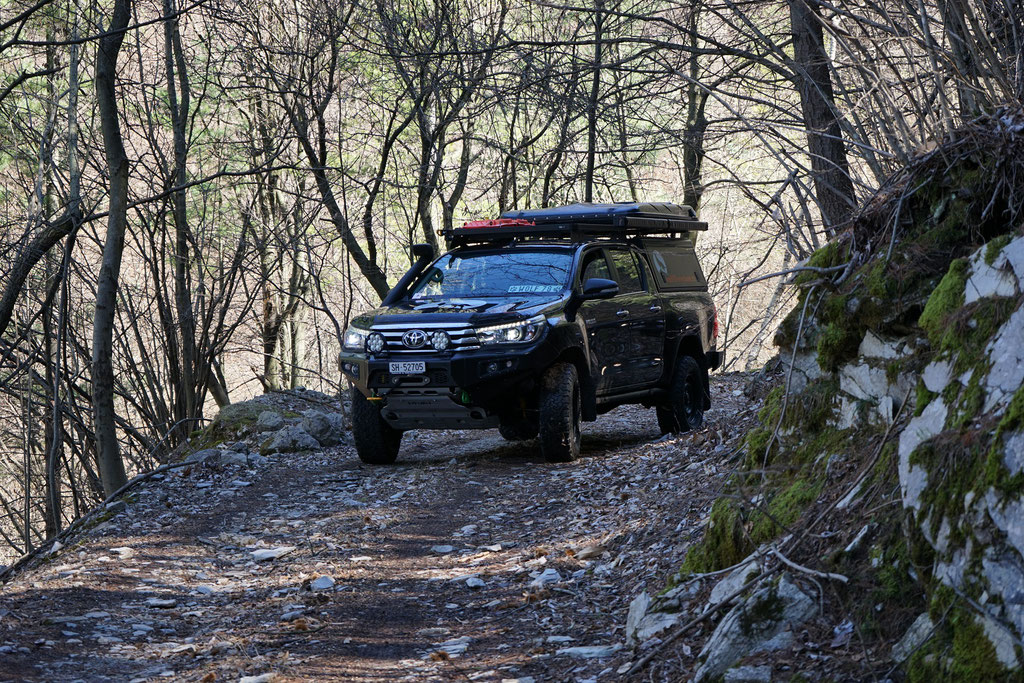 Lago Maggiore Toyota Hilux Revo 2017 2.4 #ProjektBlackwolf wolf78 Alu-cab offroad overland Camping 4x4 AFN Steelbumper frontrunneroutfitters #BornToRoam Winch Rival James Baroud Dachzelt Awining bfgoodrich TJM Sknorkel wolf78-overland.ch