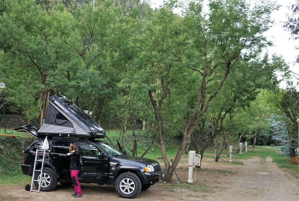 Jeep Grand Cherokee 3.0 crd WH WK Roftop tent Dachzelt overland expedition offroad Liguria Camping delle Rose 4x4 camping overlanding taveling italy italien ligurien wolf78-overland.ch