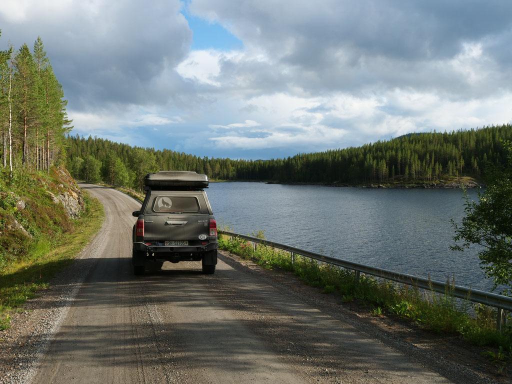 Toyota Hilux overland Schweden vildmarksvägen Skandinavien wolf78 #ProjektBlackwolf explore without no limits roadtrip offroad Travel Camping Overlandingnomads Dachzeltnomaden wolf78-overland.ch
