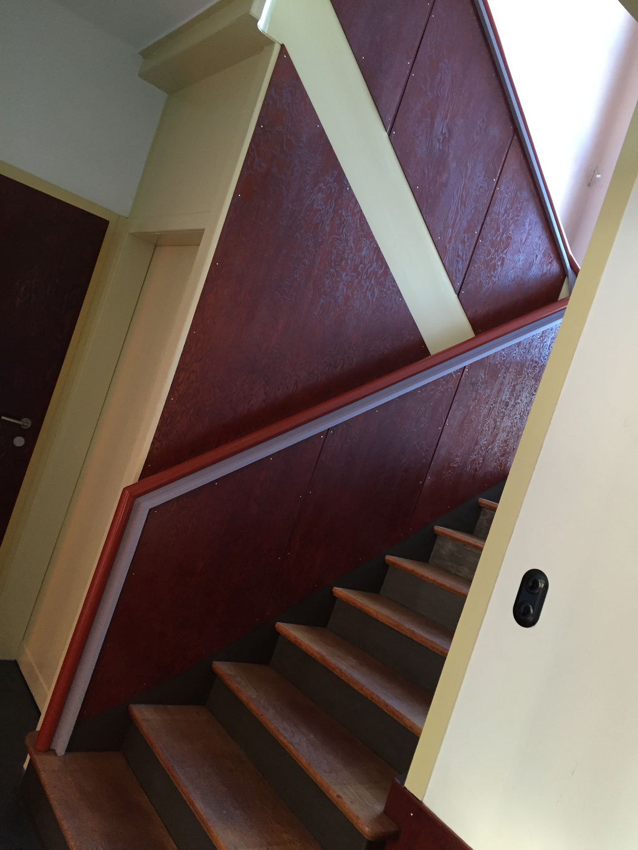 umfangreiche Restaurierungen an einem Treppenaufgang, komplett Erhalt der Substanz und Einhaltung der originalen Farbtöne, Verwendung von Lasur-, farblosen- und deckenden Farben in Form von Leinölprodukten