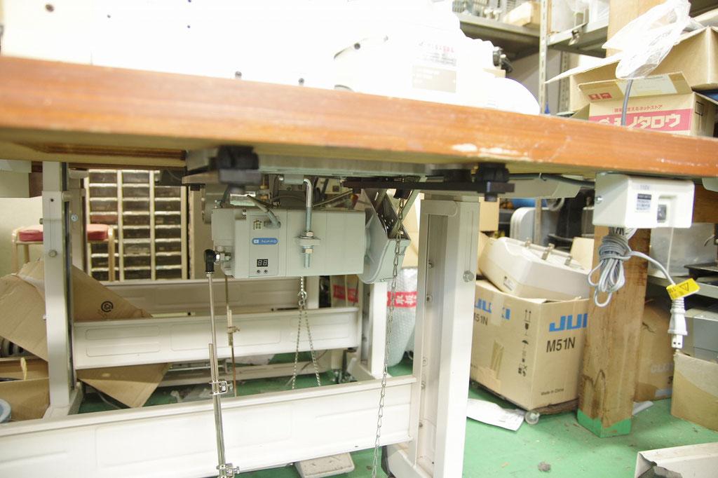 PEGASUS W1562   中古扁平縫い平三本ミシン  サーボモーター新品取り付け