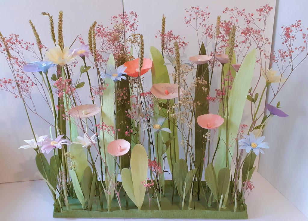 Réalisation composition de fleurs mixte avec de fleurs en papier et de fleurs naturelles- Création Maria Salvador