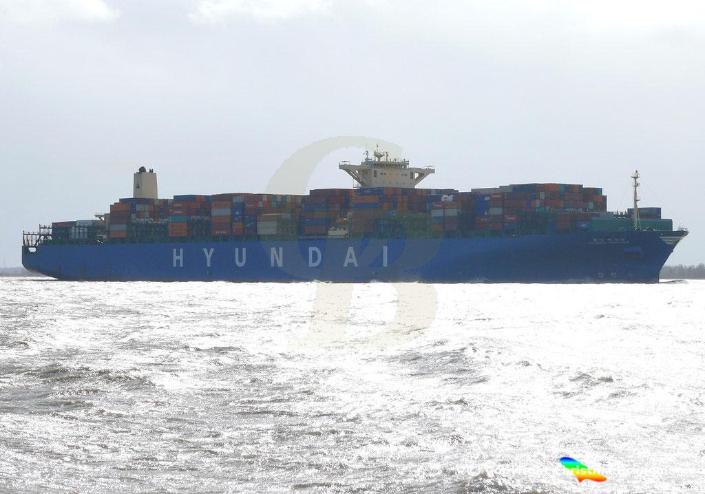 """Containerschiff """"HYUNDAI TOGETHER"""" 01.04.2015  Elbe / BILD 3"""
