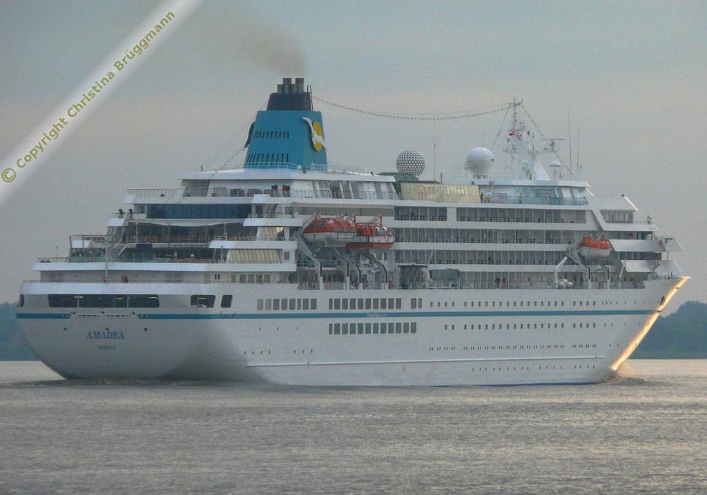 """Phoenix Reisen Kreuzfahrtschiff """"AMADEA""""  auf der Elbe 25.06.2015"""