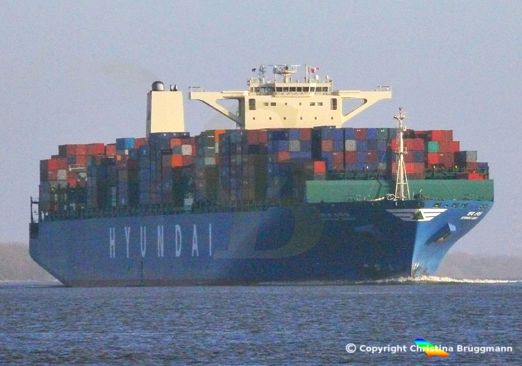 "Containerschiff  ""HYUNDAI SMART""  Elbe  09.02.2015, BILD 1"
