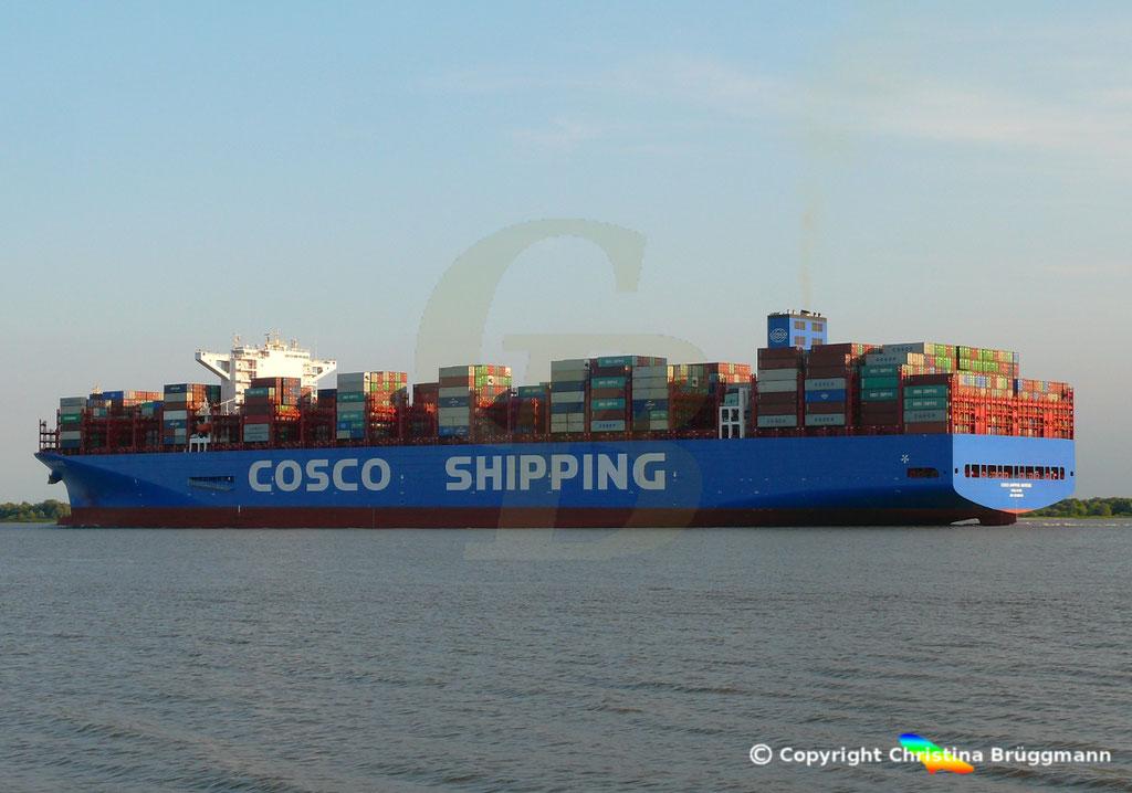 Containerschiff COSCO SHIPPING UNIVERSE, Elbe 19.07.2018, BILD 3