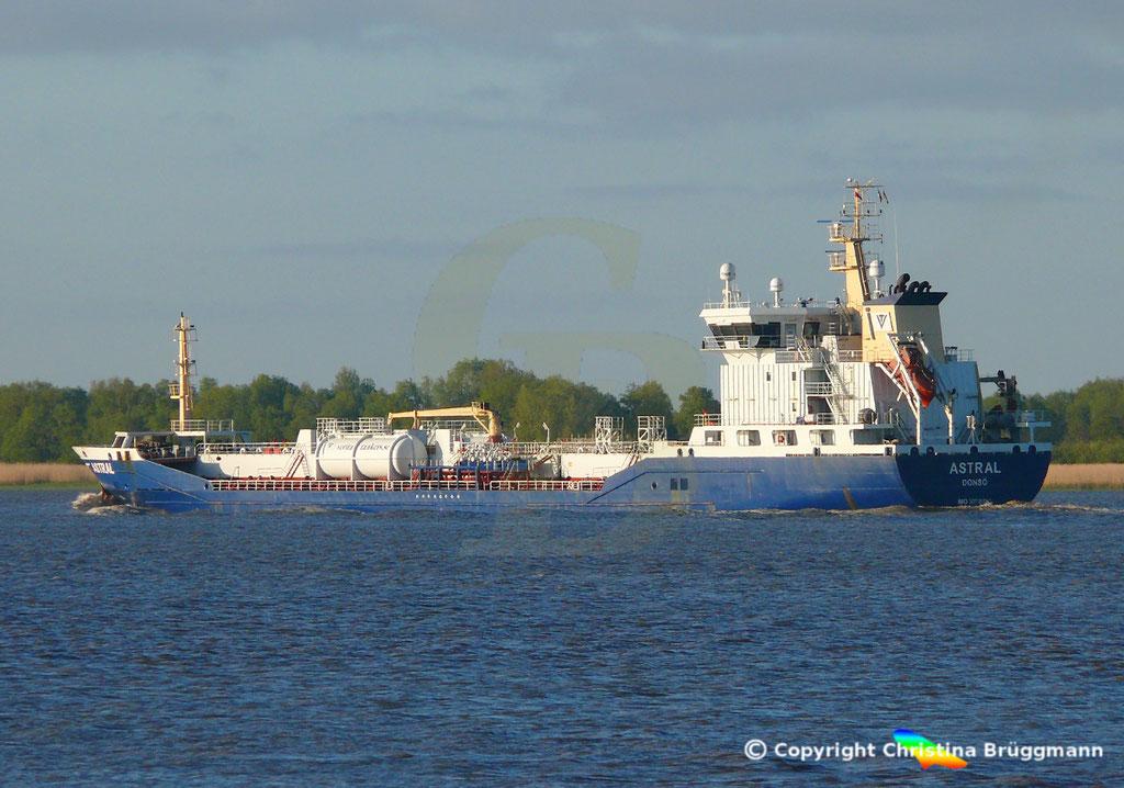 Chemie-/ Öltanker ASTRAL, Elbe 12.05.2019/ BILD 5