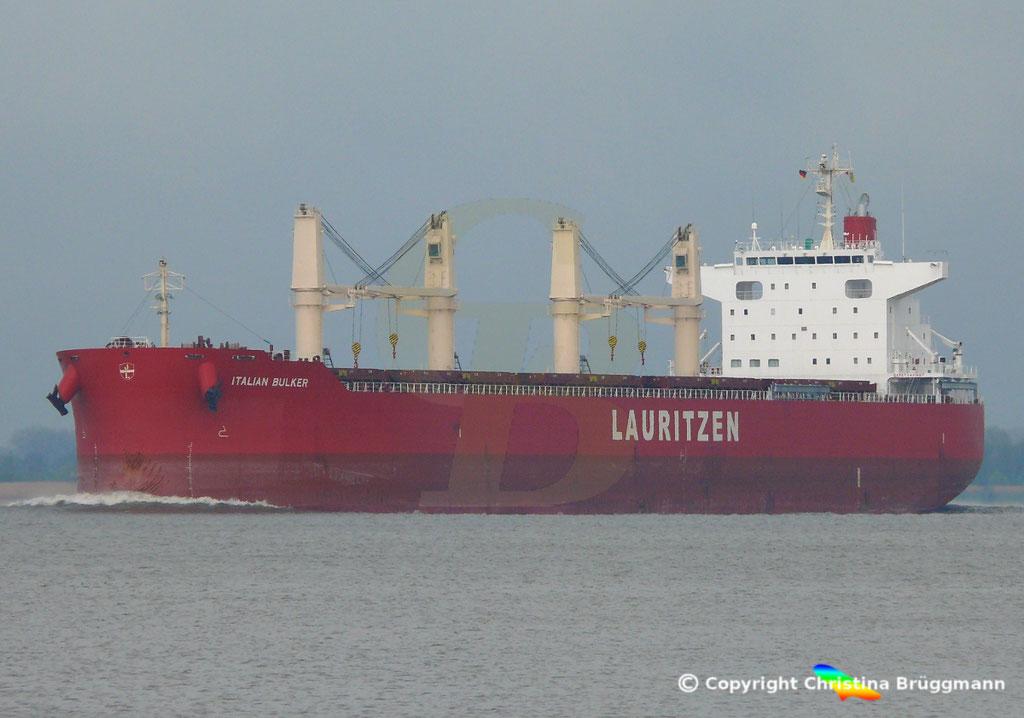 Bulk Carrier ITALIAN BULKER, Elbe 13.04.2019,  BILD 2