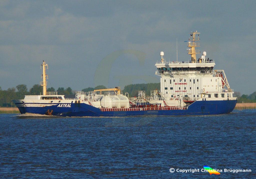 Chemie-/ Öltanker ASTRAL, Elbe 12.05.2019/ BILD 1