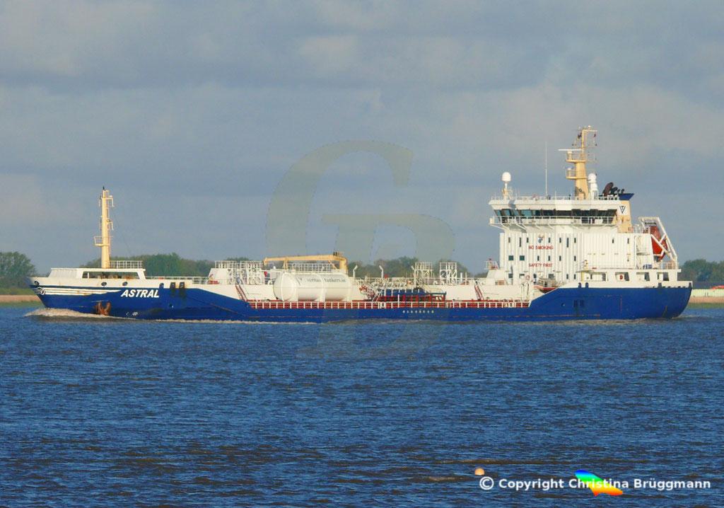 Chemie-/ Öltanker ASTRAL, Elbe 12.05.2019/ BILD 2