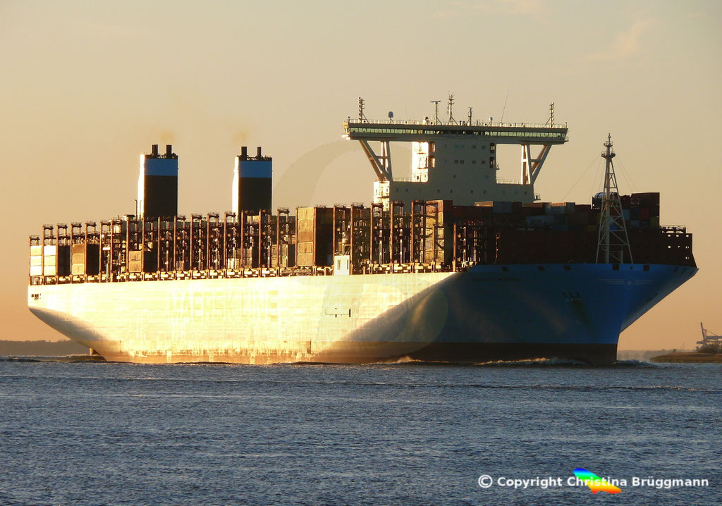 Containerschiff MUNICH MAERSK, Elbe 30.10.2017, BILD 1