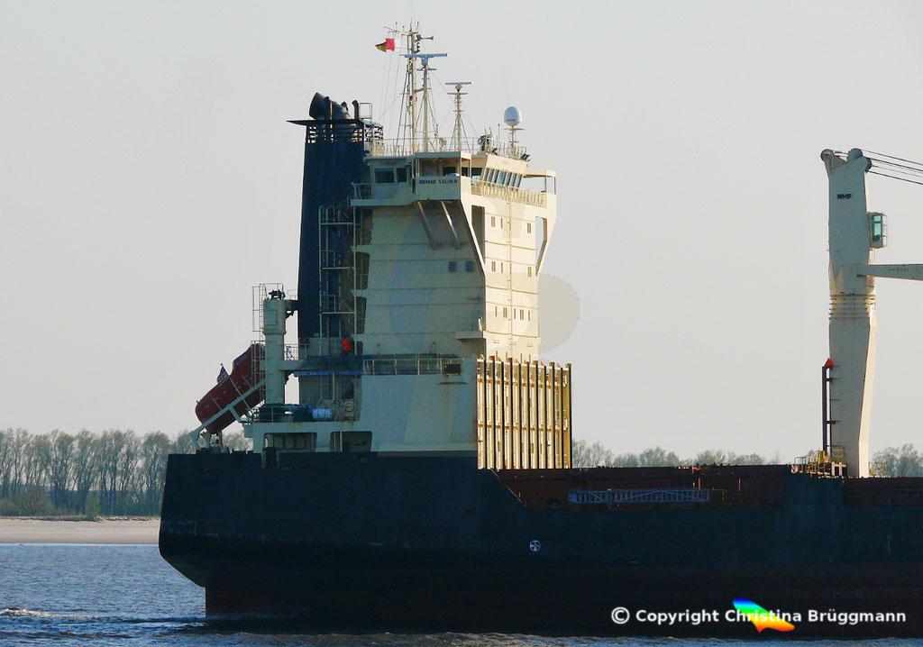 Containerschiff BOMAR VALOUR, Elbe 16.04.2019,  BILD 6