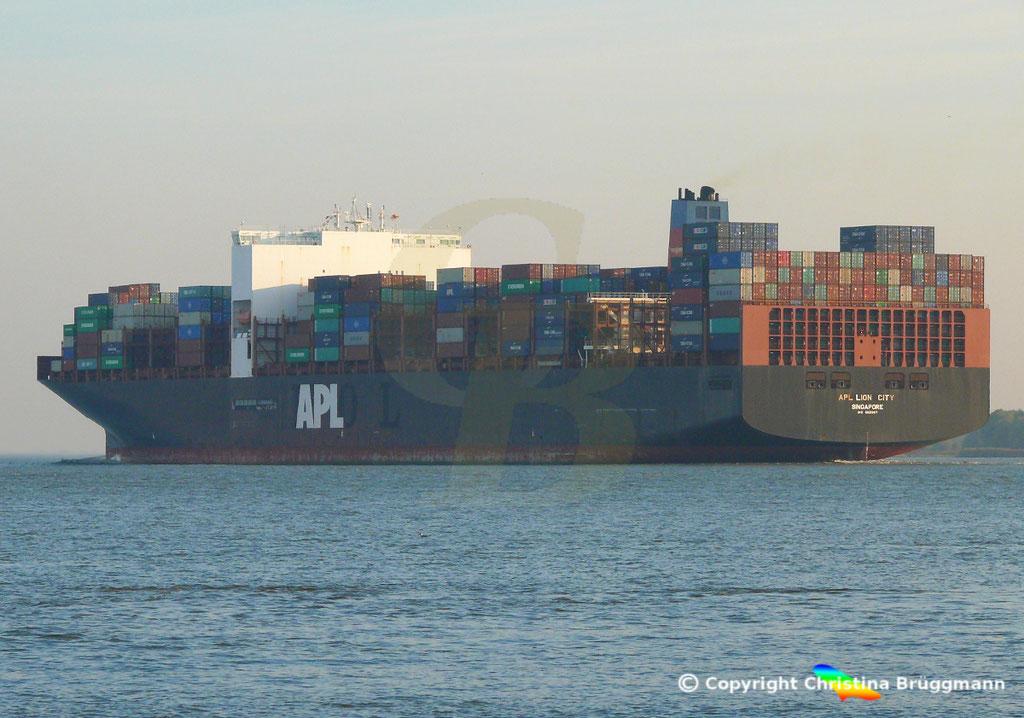 Containerschiff APL LION CITY, Elbe 10.10.2018,  BILD 3