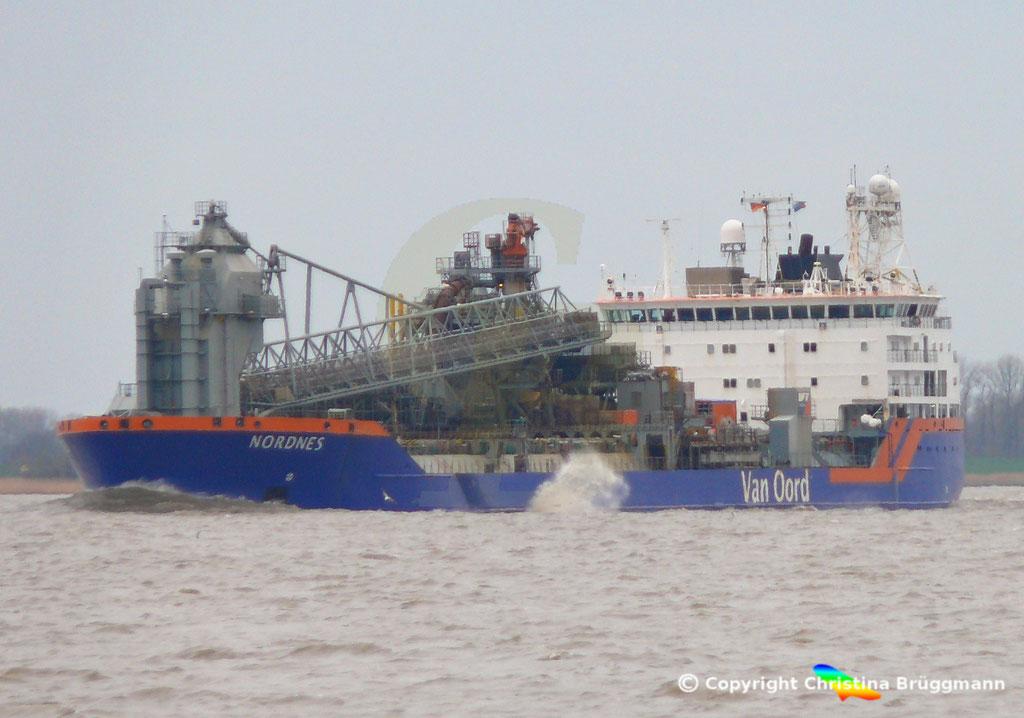 Fallrohrschiff/ Bulkcarrier NORDNES, Elbe 06.03.2019,  BILD 1