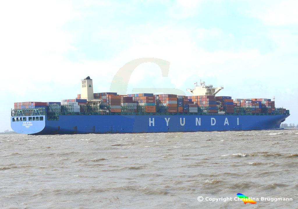 """Containerschiff """"HYUNDAI TOGETHER"""" 01.04.2015  Elbe / BILD 4"""