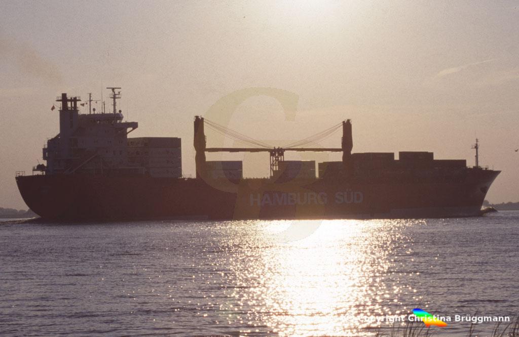 Hamburg Süd Containerschiff CAP FINISTERRE, Elbe 2005,  BILD 4