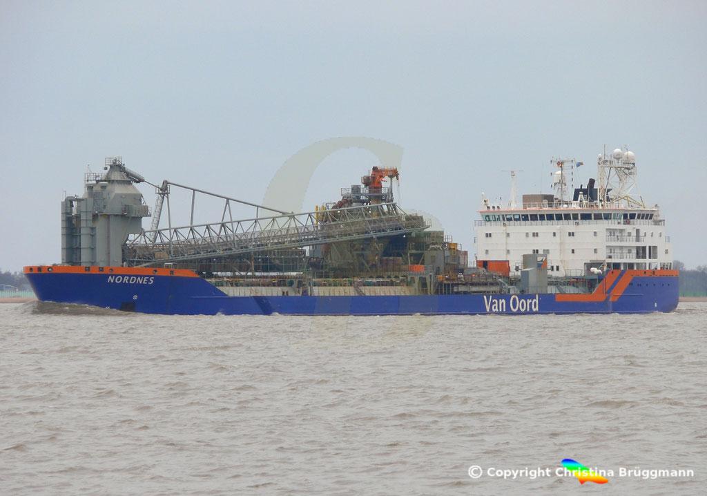 Fallrohrschiff/ Bulkcarrier NORDNES, Elbe 06.03.2019,  BILD 2