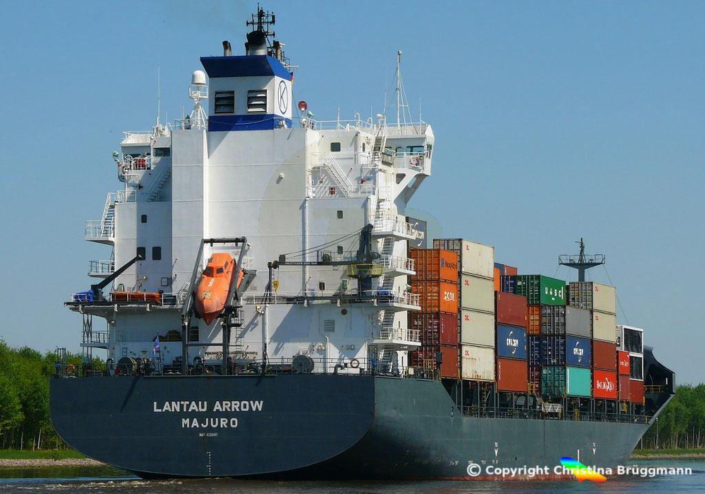 Containerschiff LANTAU ARROW, Nord-Ostsee Kanal 09.05.2018,  BILD 5