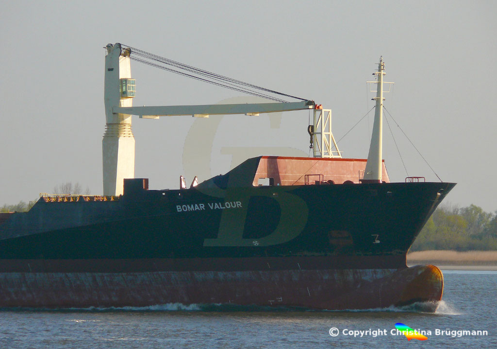 Containerschiff BOMAR VALOUR, Elbe 16.04.2019,  BILD 7