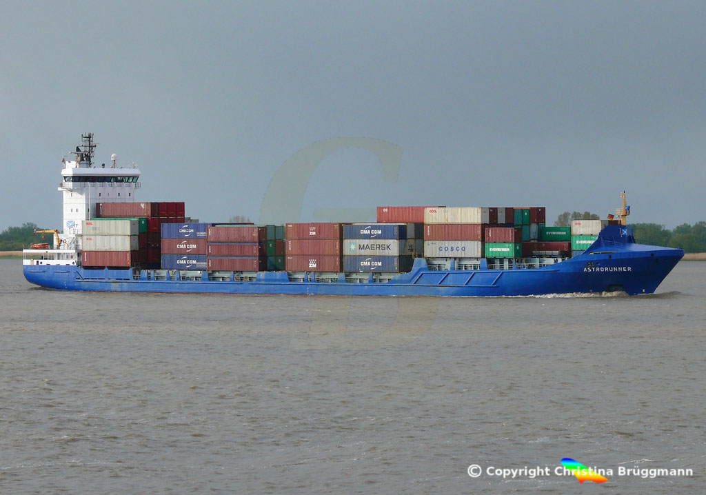 Containerschiff ASTRORUNNER, Elbe 04.05.2019 /  BILD 3