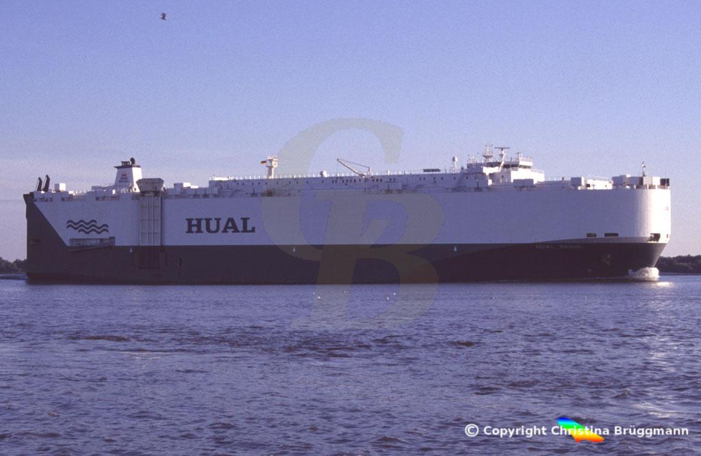 Carcarrier HUAL SEOUL, Elbe 2005,  BILD 3