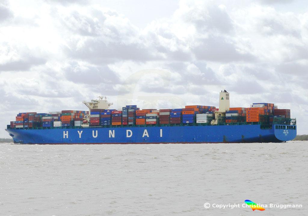 """Containerschiff """"HYUNDAI SPEED""""  Elbe 13.04.2015, BILD 4"""