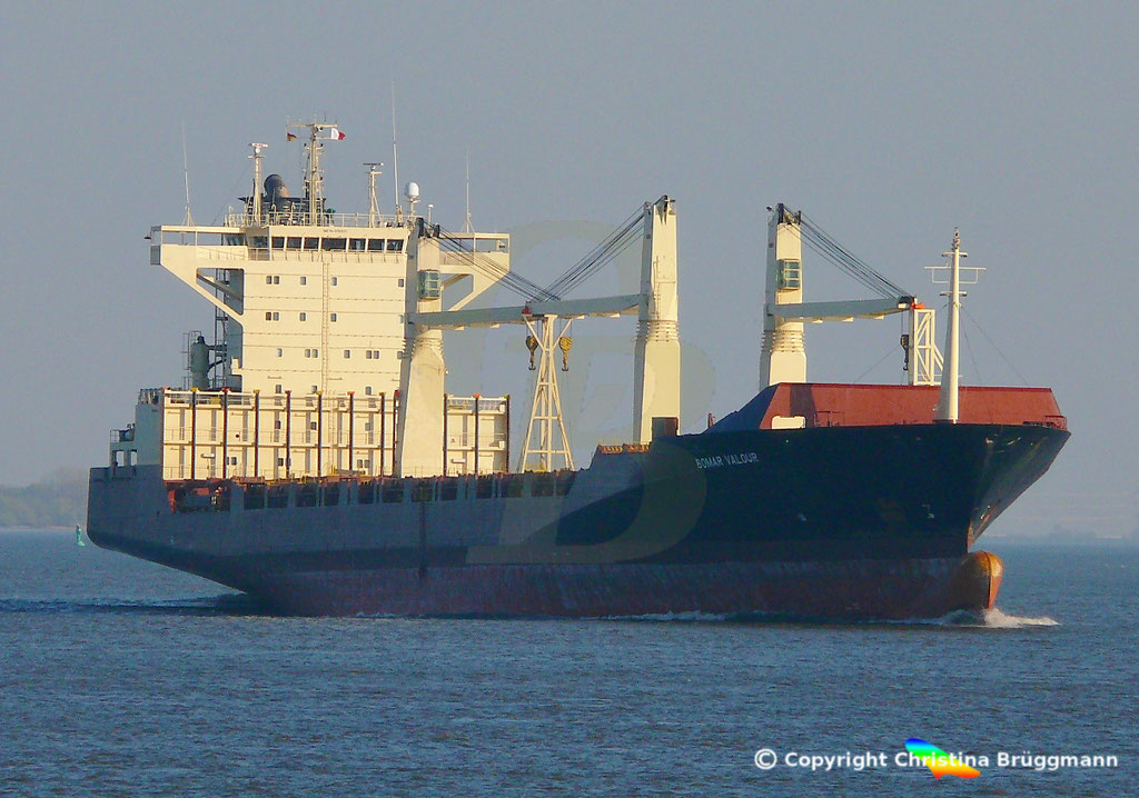 Containerschiff BOMAR VALOUR, Elbe 16.04.2019,  BILD 1