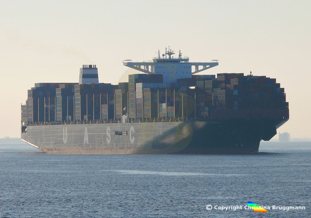 Hapag-Llloyd Containerschiff BARZAN, Elbe 16.02.2019,  BILD 1