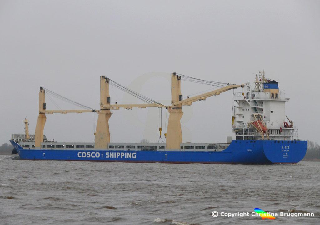 """COSCO SHIPPING MP - Heavy-Lift Vessel """"DA CUI YUN"""" auf der Elbe 23.12.2017"""