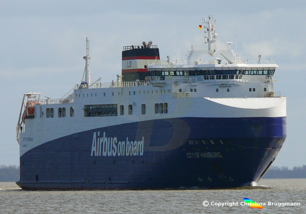 High Heavy Vehicle_ Ro-Ro Carrier CITY OF HAMBURG, Elbe 19.03.2019, Bild 5