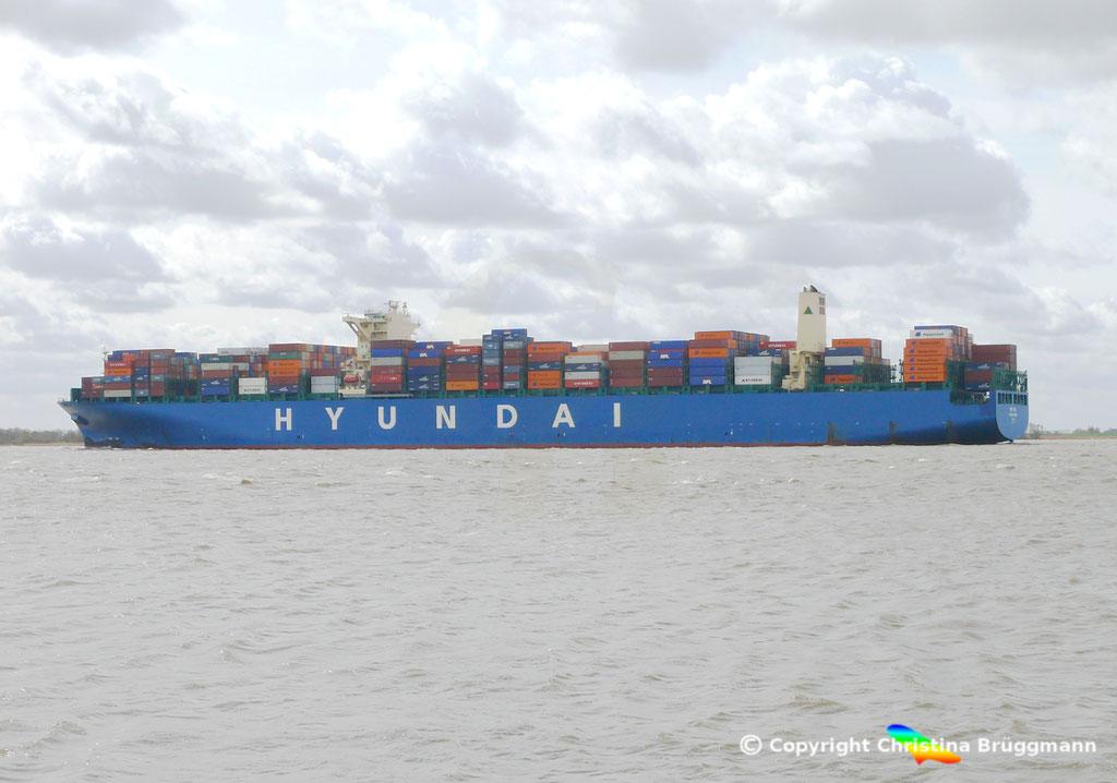 """Containerschiff """"HYUNDAI SPEED""""  Elbe 13.04.2015, BILD 3"""