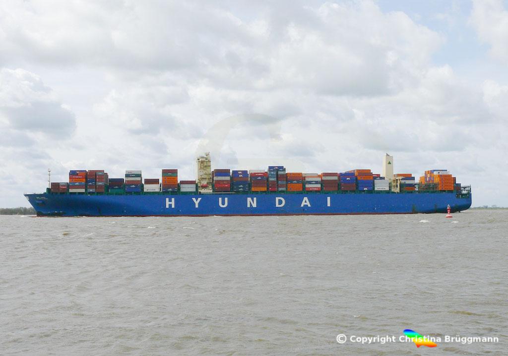 """Containerschiff """"HYUNDAI SPEED""""  Elbe 13.04.2015, BILD 2"""