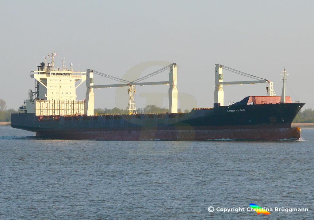 Containerschiff BOMAR VALOUR, Elbe 16.04.2019,  BILD 3