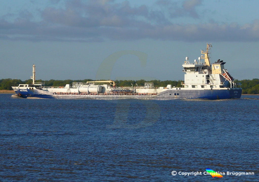 Chemie-/ Öltanker ASTRAL, Elbe 12.05.2019/ BILD 4