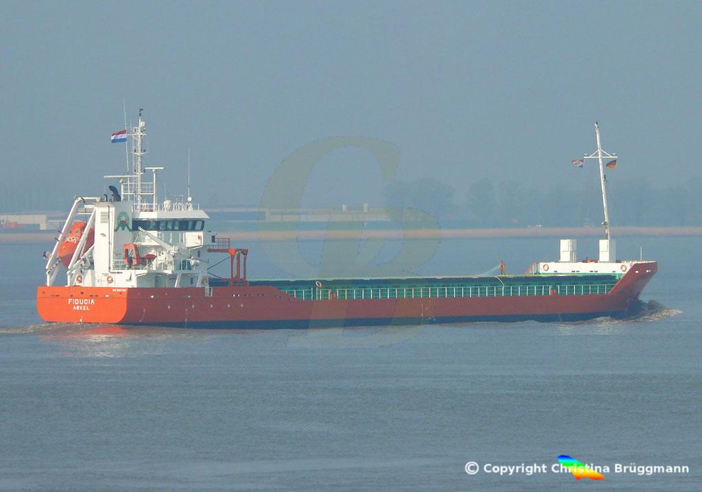 Genral Cargo Schiff FIDUCIA, Elbe 06.04.2019,  BILD 3