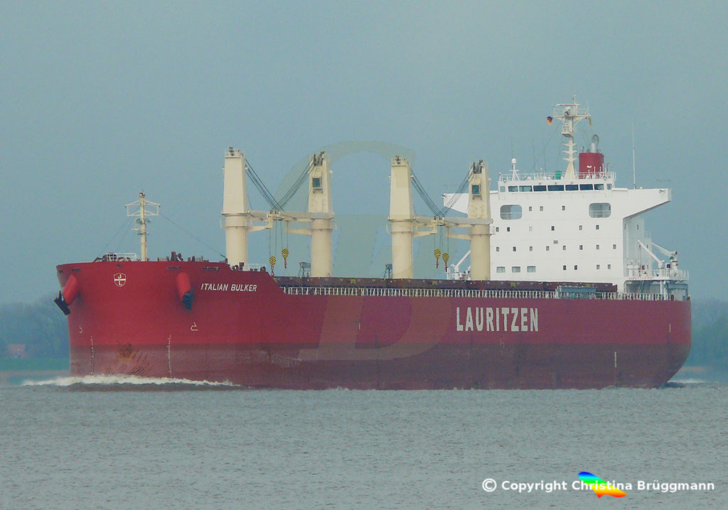 Bulk Carrier ITALIAN BULKER, Elbe 13.04.2019,  BILD 1