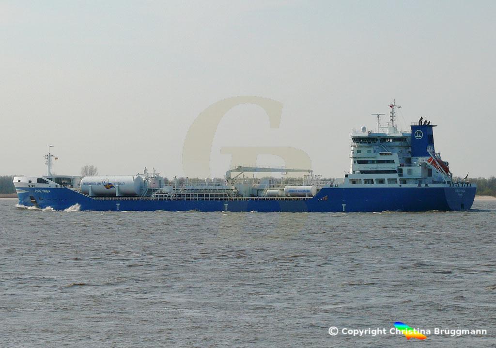 Öl-/Chemietanker FURE VINGA, Elbe 02.04.2019,  BILD 6
