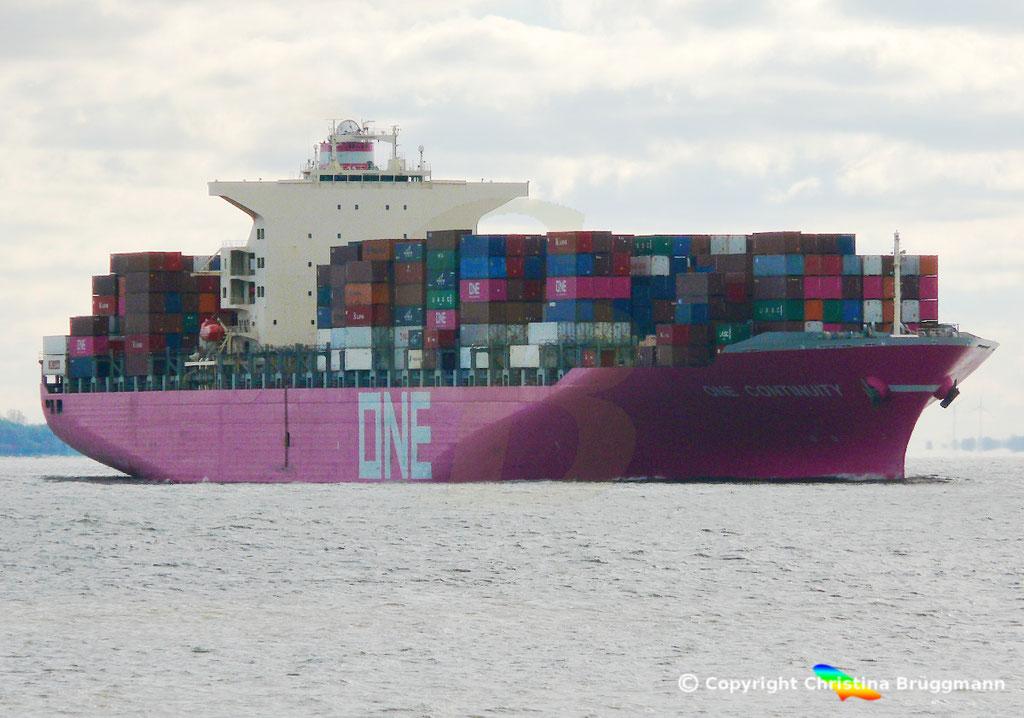 Containerschiff ONE CONTINUITY, Elbe 27.10.2018,  BILD 2