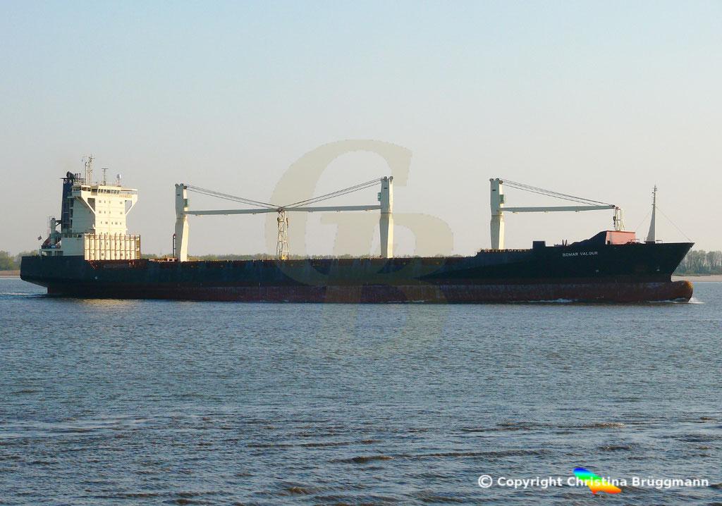 Containerschiff BOMAR VALOUR, Elbe 16.04.2019,  BILD 4